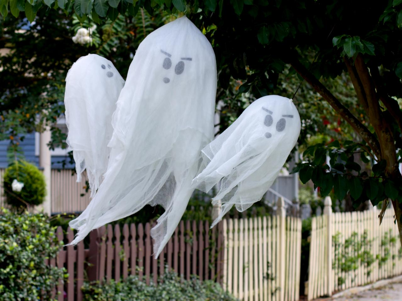 Cute floating DIY ghosts made out of balloons and cheesecloth.